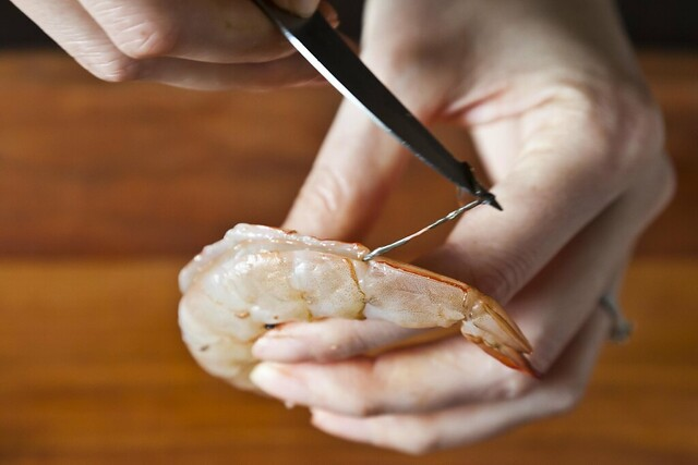 Deveining shrimp from FOod52