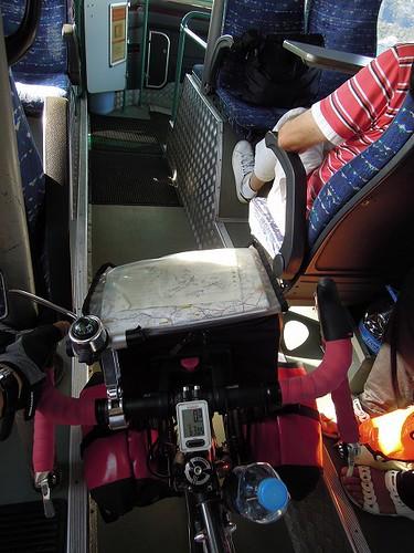 大橋はバスで移動