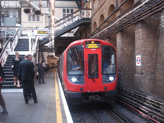 S7 21330 on Circle Line, Aldgate