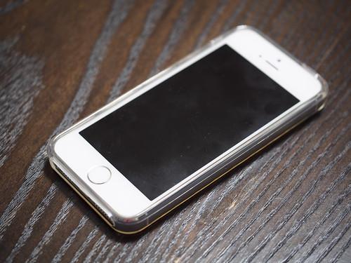 iPhone5sに100円ショップのケースを装着