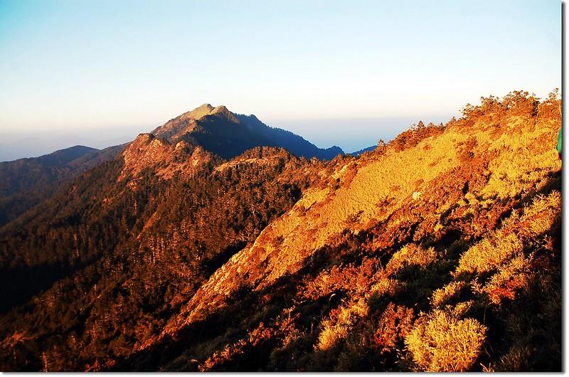 晨曦下的卓社十八岩峰