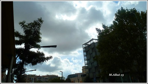 Martes de Nubes by Miguel Allué Aguilar