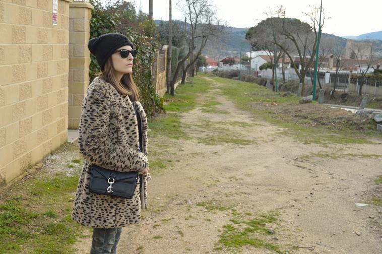 lara-vazquez-madlula-blog-style-details-leopard-coat-easy-look