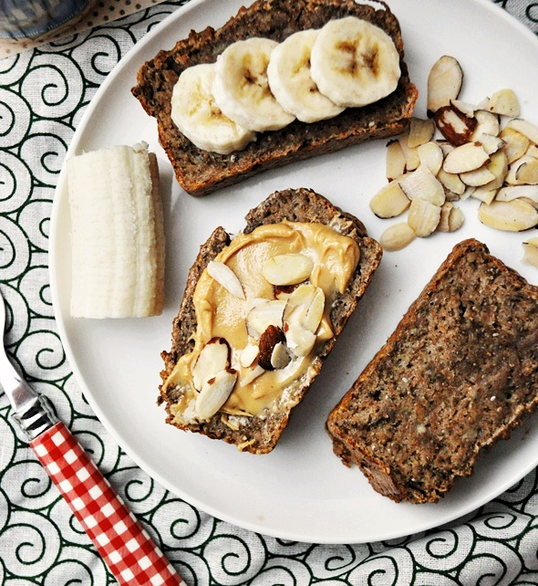 4 Ingredients Spelt & Chia Seeds Banana Bread  [Vegan] | www.fussfreecooking.com