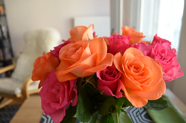 berlin apartment_fresh flowers pink and orange roses