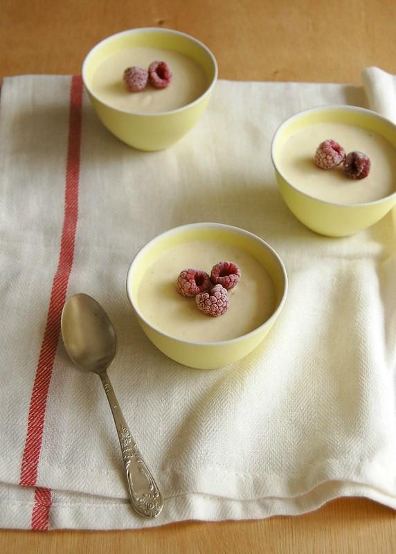 White chocolate, lemon and lime mousse / Mousse de chocolate branco, limão siciliano e limão taiti