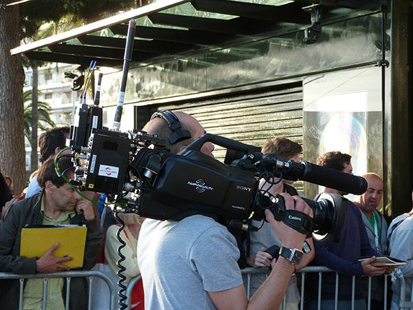 caméra sur l'épaule