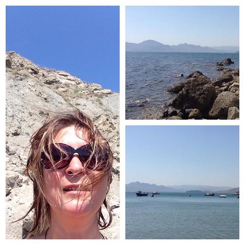 Жара и чистое море. Мы тут не просто так на пляжу дурака валяем, а нашли окольную козью тропу, по которой до этого восхитительного безлюдного места от меня всего 20 км))) #напляжу  #крым