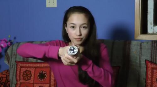 Hollow Flashlight – фонарик канадской школьницы работает от тепла человеческих рук