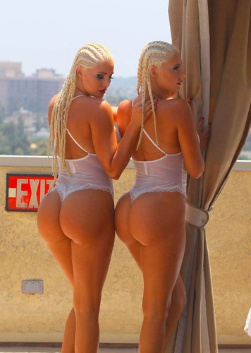 SEXY ASS PAWGS Karissa & Kristina Shannon chilling by a pool