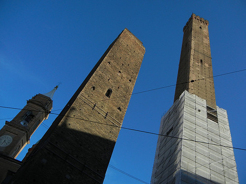 DSCN3460 _ Le due torri (Torre Garisenda, left and Torre degli Asinelli, right), Bologna, October 2012, Bologna, 16 October
