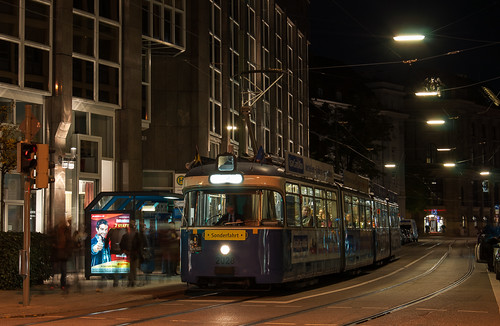 Von der Innenstadt wird auch eine Stichfahrt zum Karolinenplatz gemacht. Hier wartet 2028 an der Ottostraße