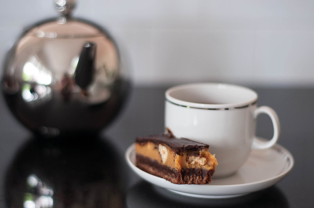 tea and caramel bars