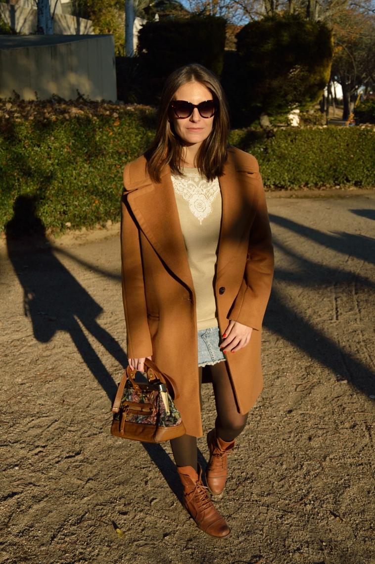 lara-vazquez-madlula-style-chic-denim-morrón-brown-oversized-coat-vintage-bag