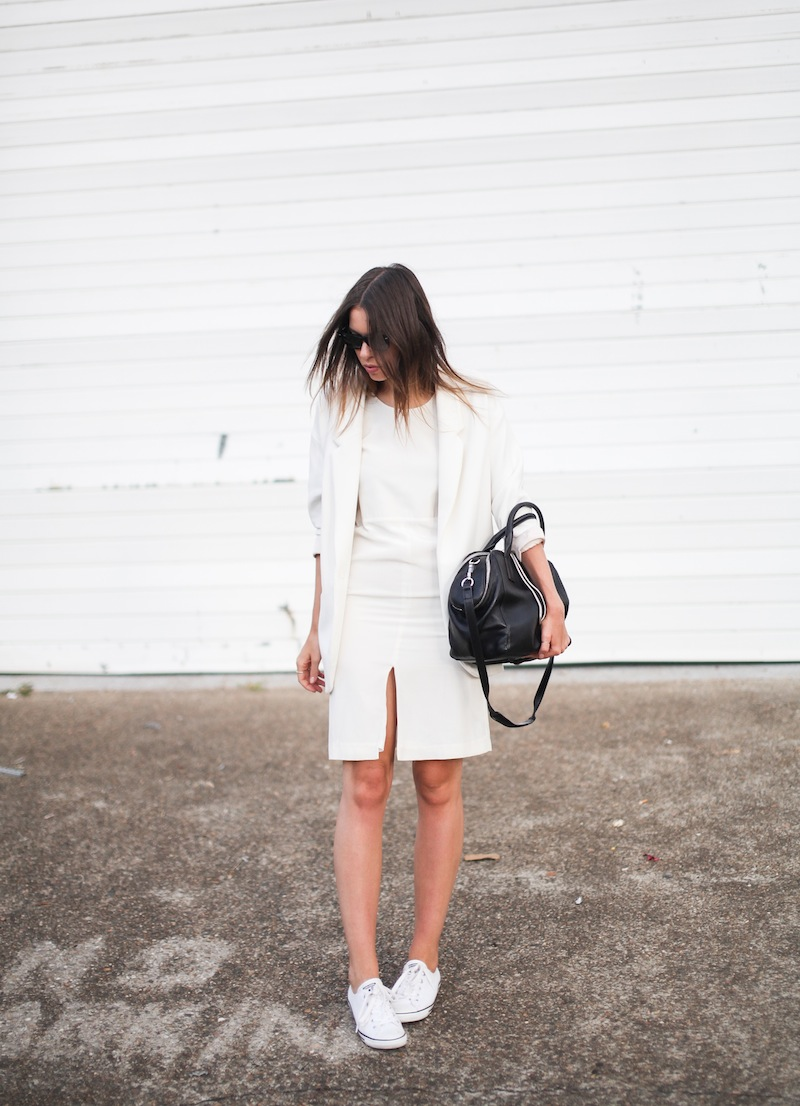 modern legacy fashion blog australia LIUK ivory split midi dress street style Zara blazer Alexander Wang Chastity chain tote bag Ray Ban oversized wayfarers all white summer style (3 of 14)