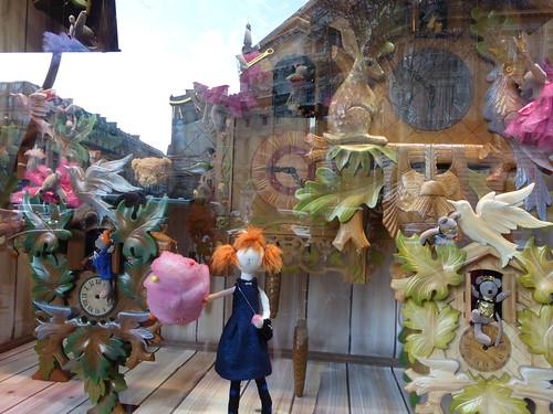 PARIS : NOËL SUR LES GRANDS BOULEVARDS: vitrines animées et reflets de rue. Photo du 19 décembre 2013 pour Un jour un photographe 2013