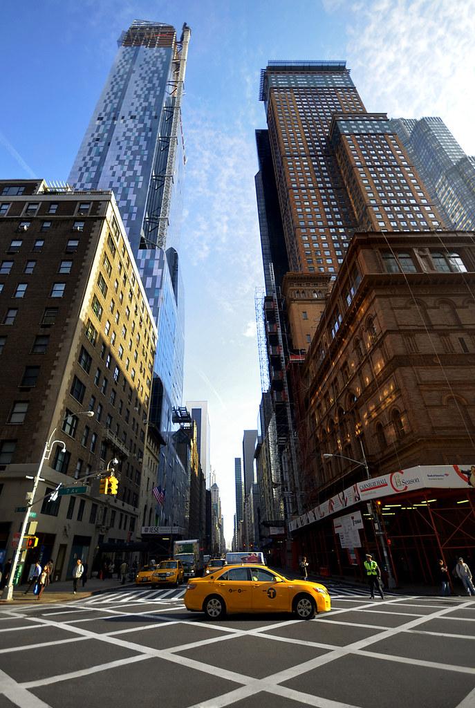 Taxi entre edificios de Nueva York
