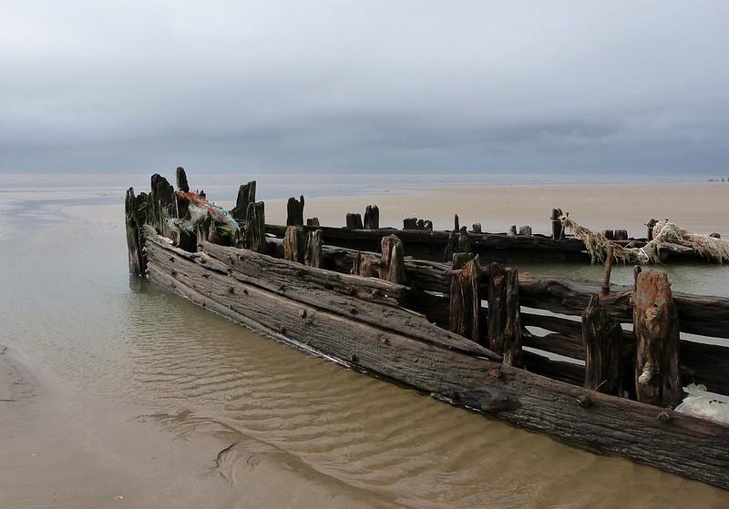 P1070037 - Shipwreck, Cefn Sidan