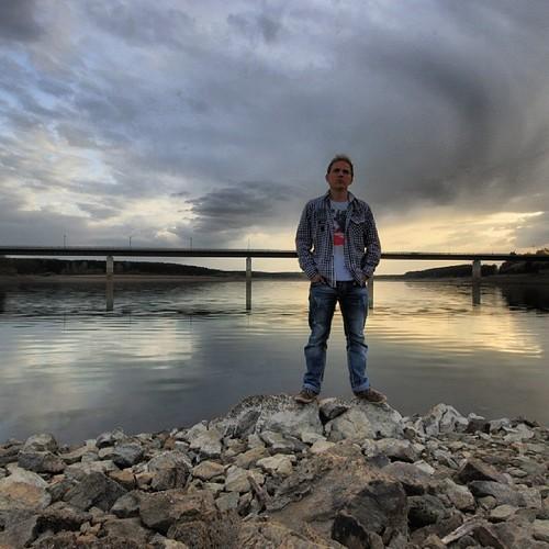 #talsperre #zeulenroda #sun #sunset #sonnenuntergang #sonne #clouds #heaven #himmel #wolken #wasser #water #kariertes #hemd #chillig #chill #love #fun #yolo #steine #ufer #brücke #canon #eos #70d #weitwinkel ##sigma #fotografieren #fotograf #picoftheday #