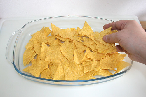 34 - Tortilla-Chips in Auflaufform geben / Put tortilla chips in casserole