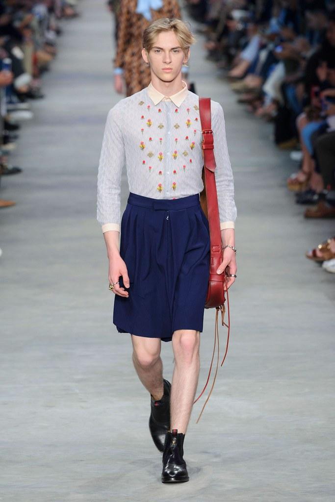 Dominik Sadoch3335_SS16 Milan Gucci(fashionising.com)