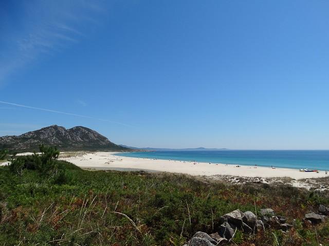 Playa de Area Maior desde la laguna de Xarfas