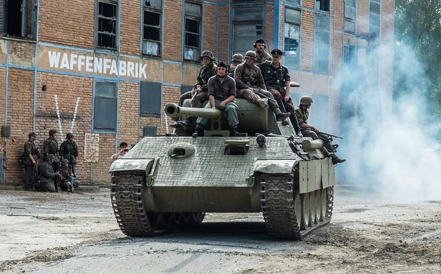 Пантера с солдатами