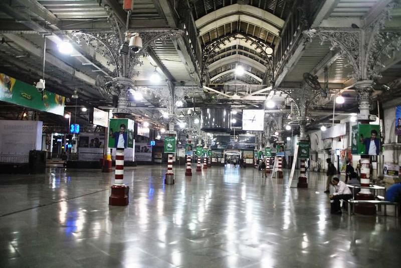 51 Estacion C.S.T. por la noche, Mumbai (121)