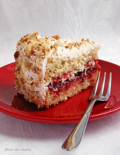 торт миндальный с брусникой 3