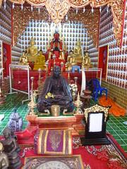 Buddha statues in Wat Oopakoot