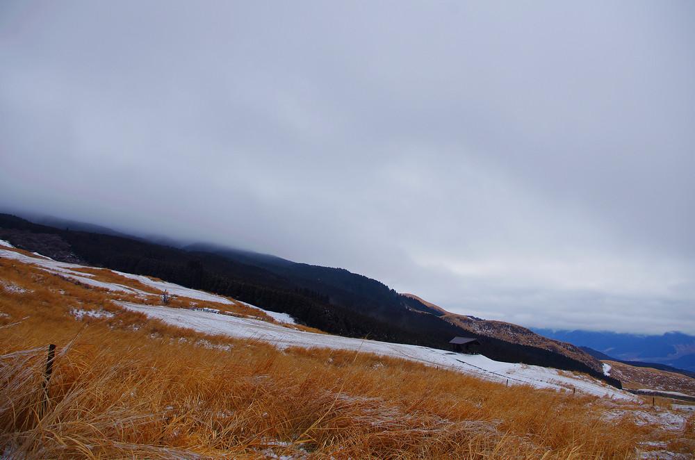 阿蘇火山-枯黃山脈的浩瀚