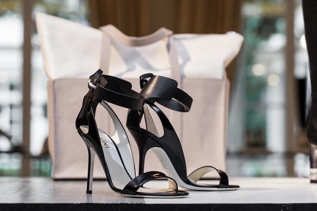 Pantofi negri de seara Pollini cu toc inalt cui si bretea glezna