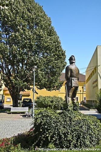 Monumento aos Bombeiros Voluntários de Moimenta da Beira - Portugal