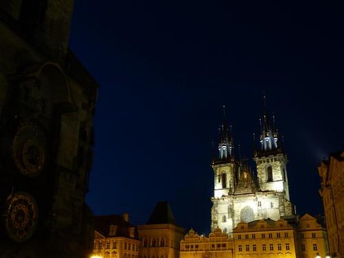 Plaza de la ciudad vieja de Praga por la noche