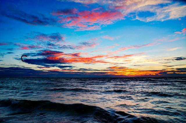 The Lonely Kitesurfer – Sairee Beach, Shark Bay Thailand