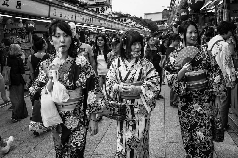 Three ladies in kimonos walking down Asakusa.