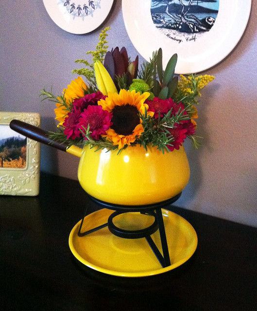 fall flower arrangement in a fondue pot by vitamini handmade