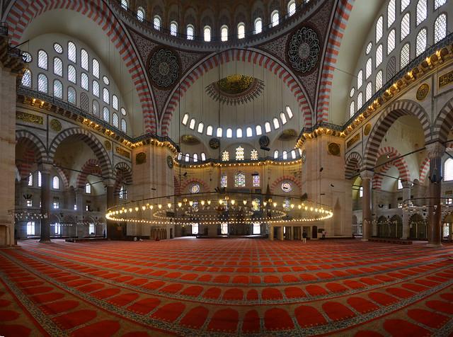 Interior de la mezquita más bonita de Estambul, la de Suleymaniye