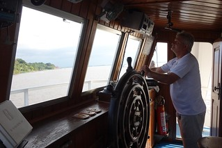 Comandante de barco no Rio Amazonas