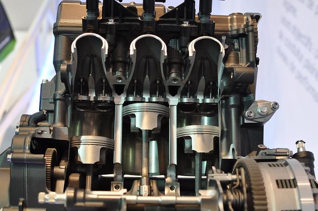 Photos moteur MT-09 ( pour ceux qui ont un pb de distri notamment ) 11352494106_c1993a2620_z
