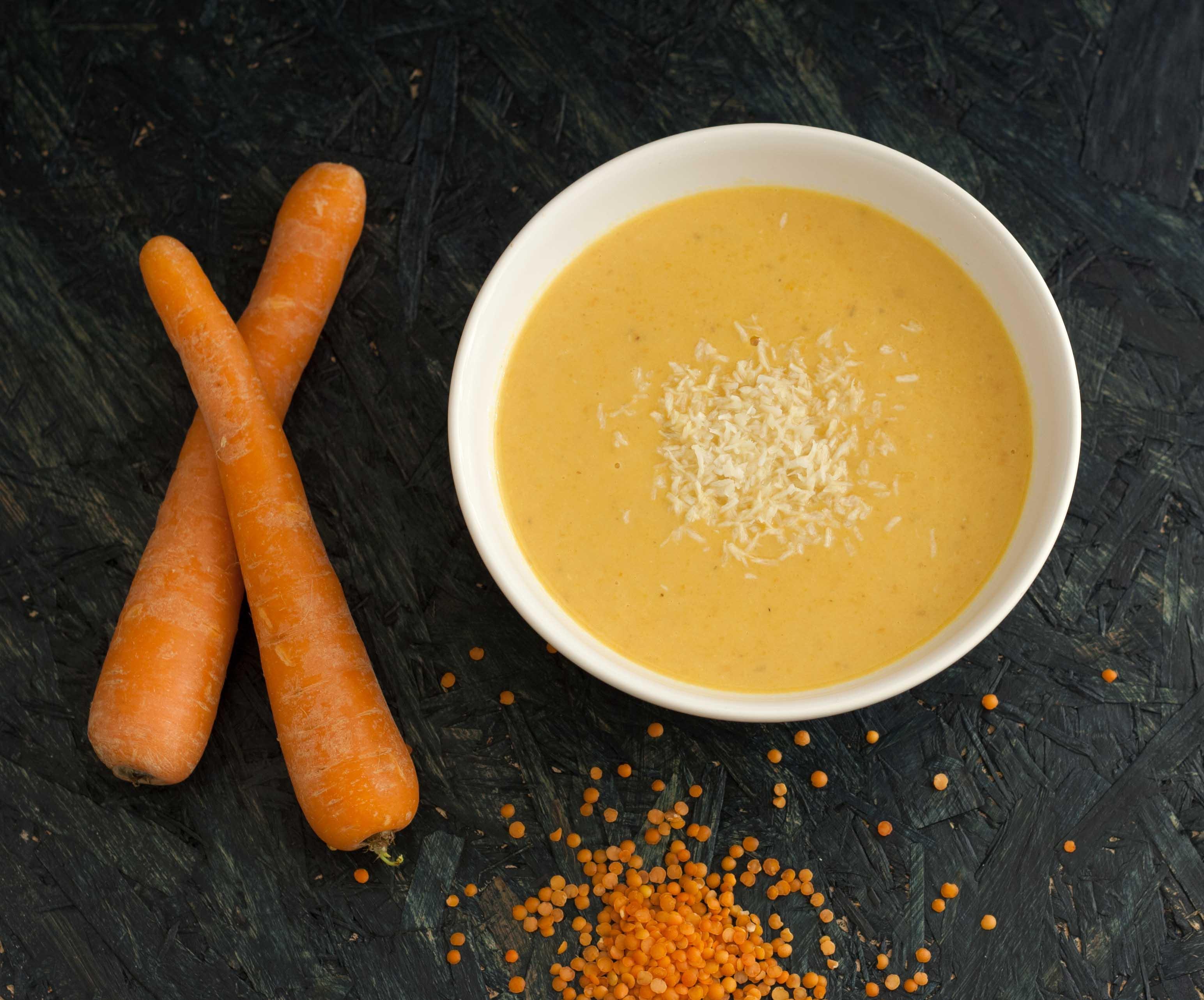 Gulerodssuppe med ingefær og røde linser fra Den Fede Faste