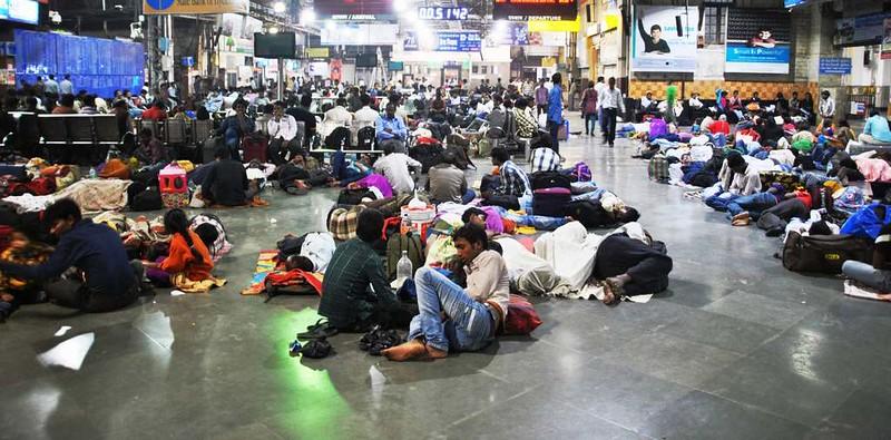 49 Estacion C.S.T. por la noche, Mumbai (124)