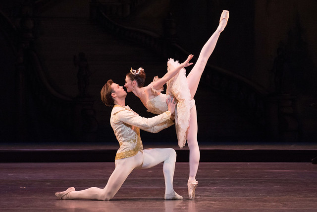 Lauren Cuthbertson and Matthew Golding in The Sleeping Beauty © ROH / Tristram Kenton, 2014