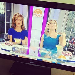 It's hilarious how much these women drink in the morning #tv