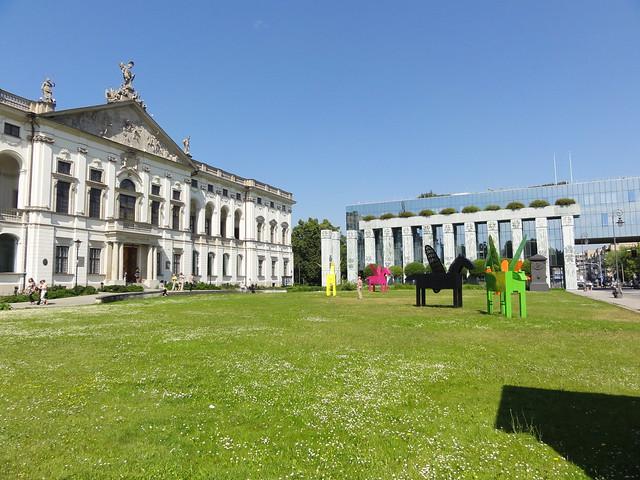Krasinski Palace: view toward northwest corner from front lawn