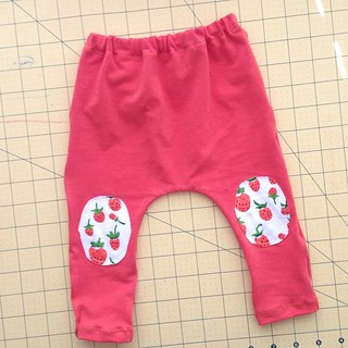 Because newborns need knee patches  Loving my third pair of @madebyrae Just Hatched leggings. Don't know why it looks so red, these are the same orange strawberry scraps I'm using up!