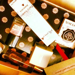 #may #birthday #glossybox #love #surprises #mascara #jellypongpong #fairy #lashes #paris #oil #french #cute #pretty #makeup #shopaholic #pink #gorgeous #facebook #hot #chic #luxury #codmetics  Glossy Box tests et avis sur la box
