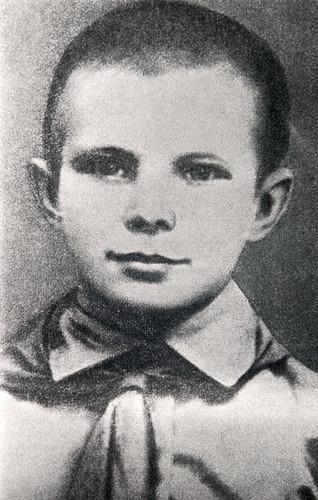 Yuri-Gagarin-as-a-schoolb-001