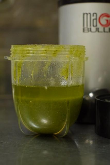 オリーブオイルが足りず、グレープシードオイルで
