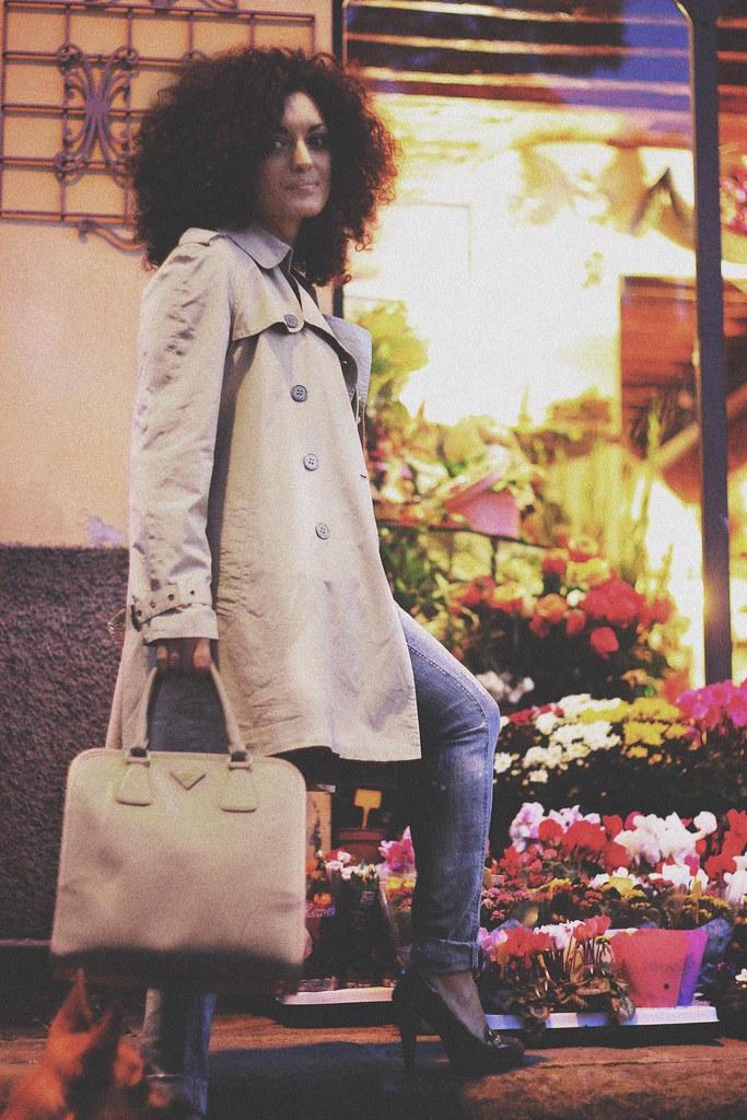 street style: cardigan, prada bag and jeans